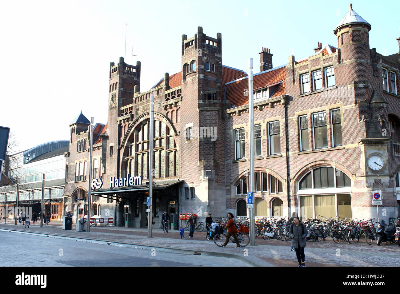 haarlem railway station holland photos haarlem railway station holland images alamy. Black Bedroom Furniture Sets. Home Design Ideas