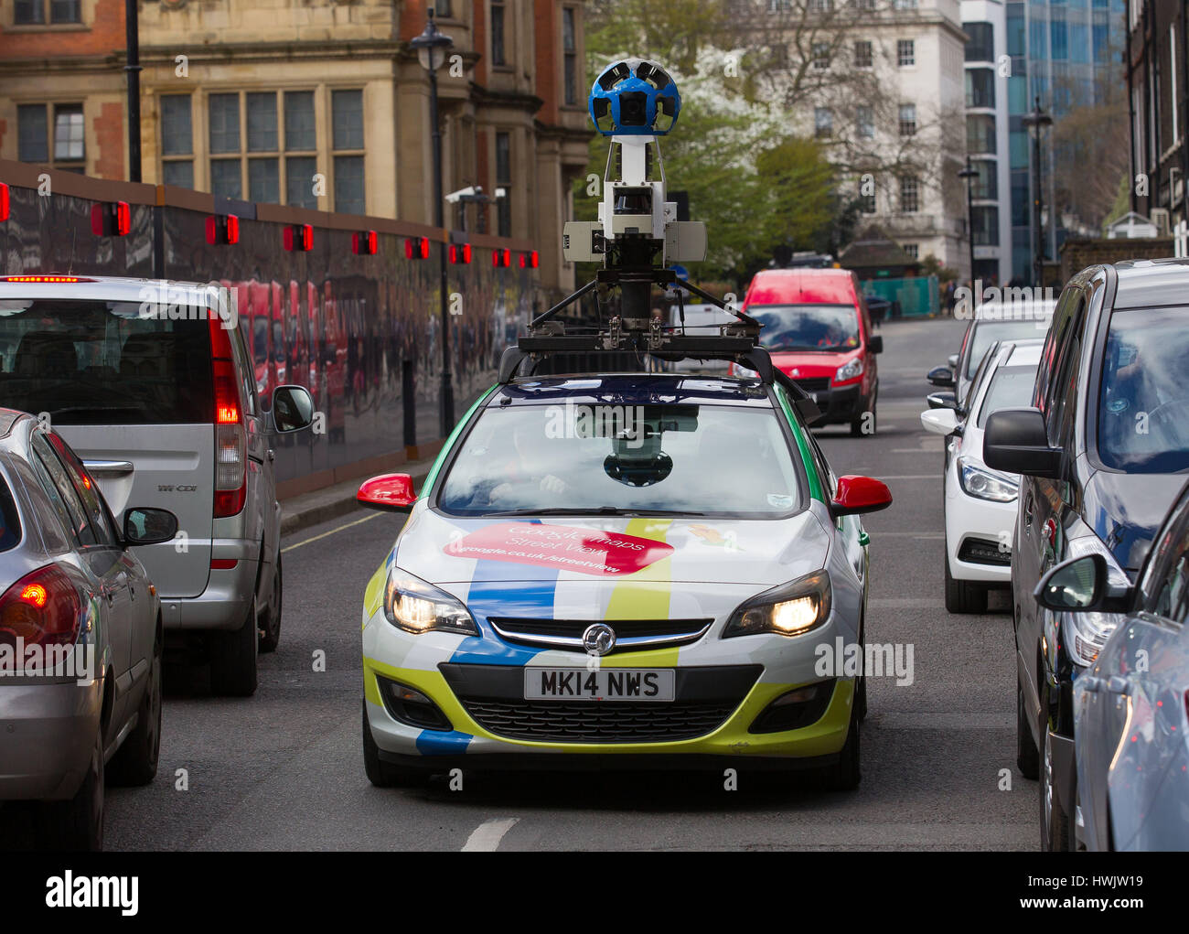 google street view d 39 une cam ra mont e sur le toit d 39 une vauxhall astra voiture capture les rues. Black Bedroom Furniture Sets. Home Design Ideas
