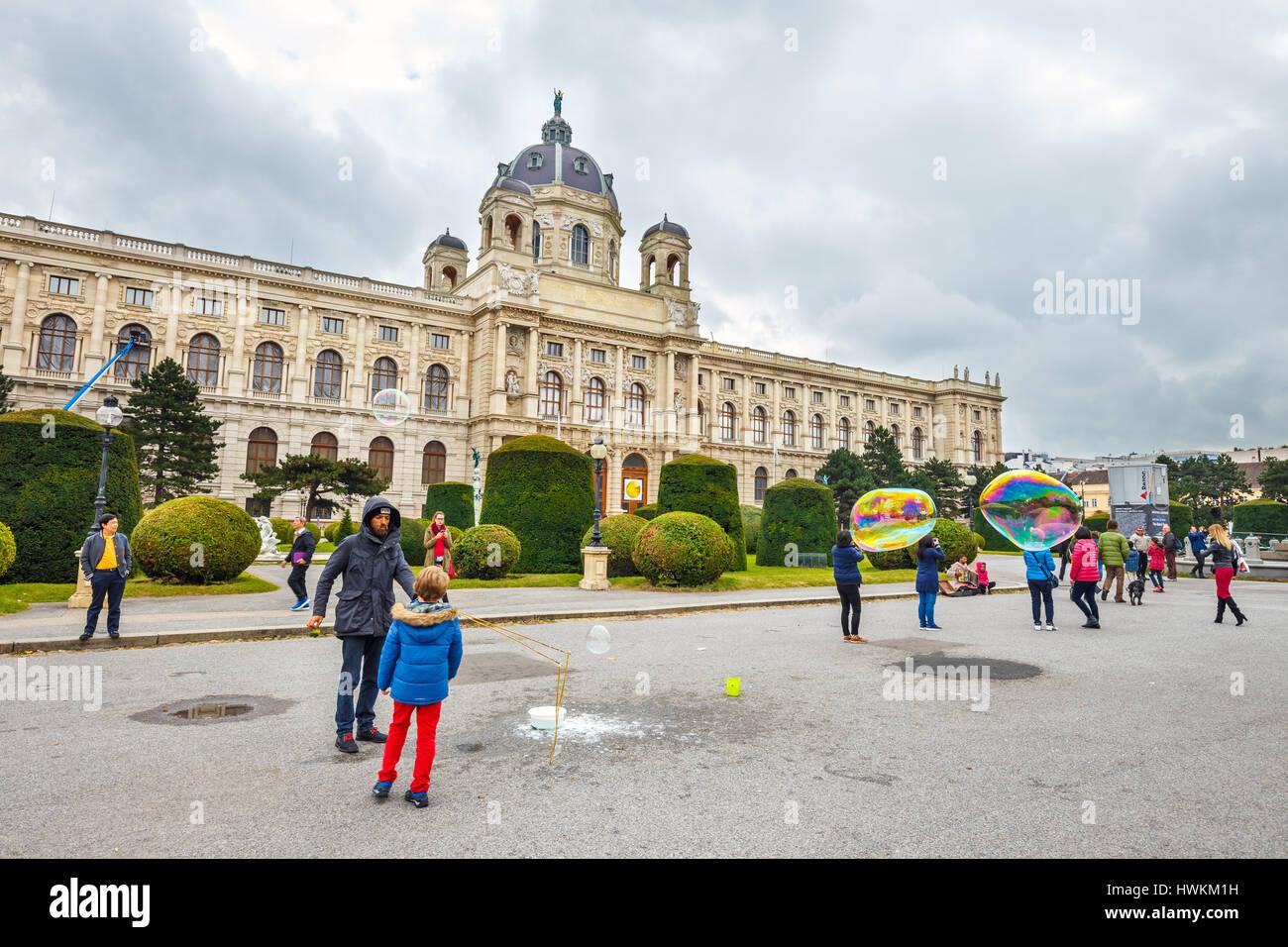 Vienne, Autriche - 13 octobre 2016: Musée d'Histoire Naturelle célèbre avec park et la Photo Stock