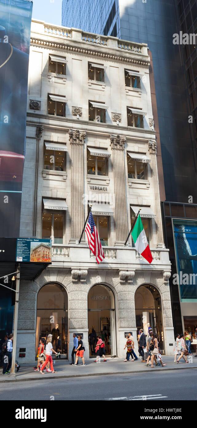 8cf1448c50 ... NYC NY Midtown Fifth Avenue 5ème italien Versace couture fashion  boutique design shopp marque de luxe. ID de l'image: C66CG8 (RM). La ville de  New York, ...