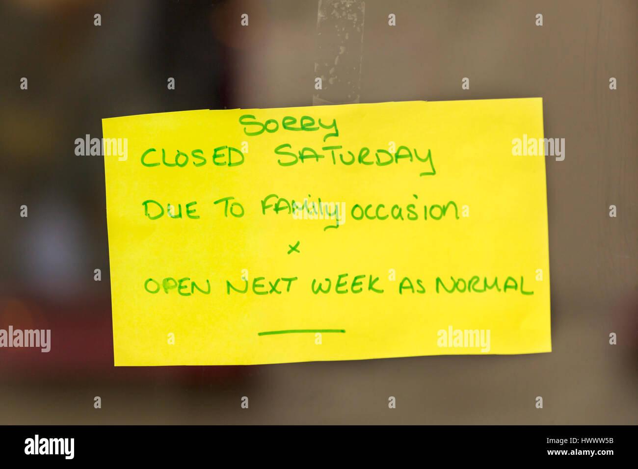 Désolés fermé le samedi en raison de l'occasion de la famille x open la semaine prochaine comme Photo Stock