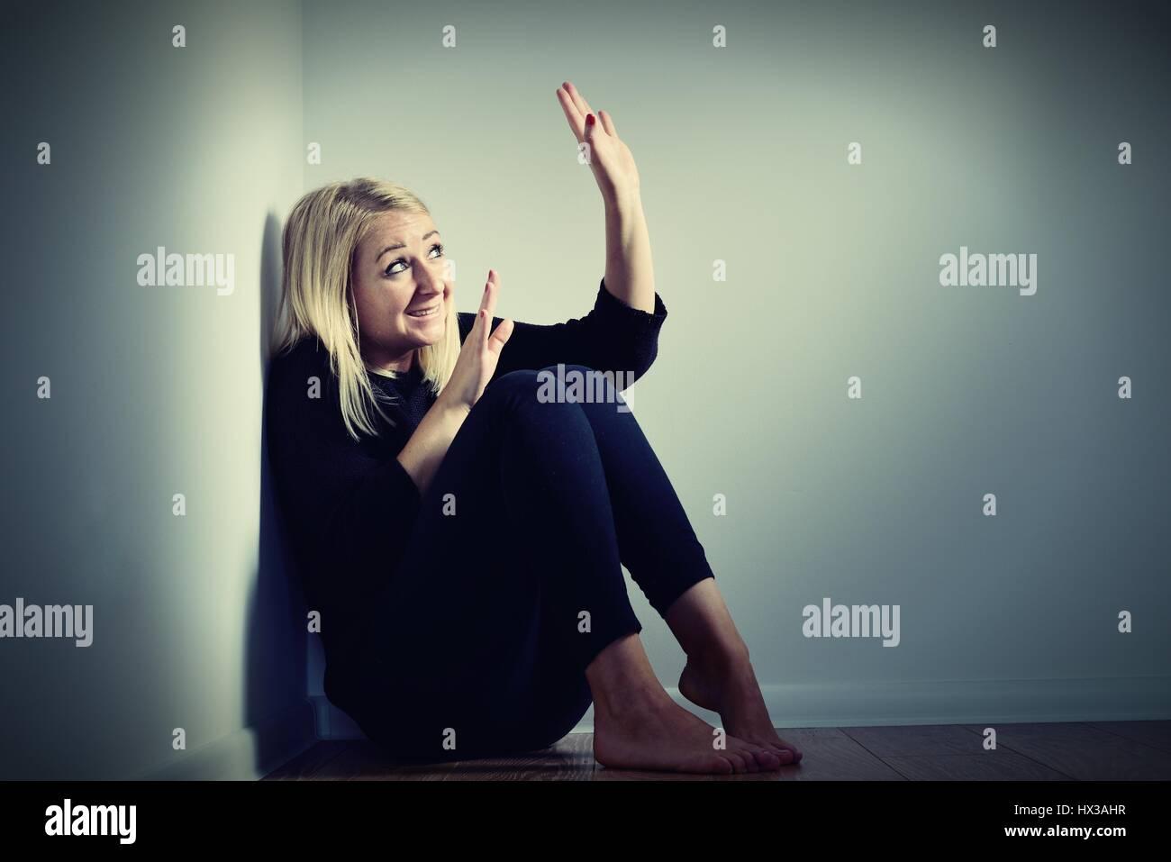 Peur femme. Peur et crier. Photo Stock