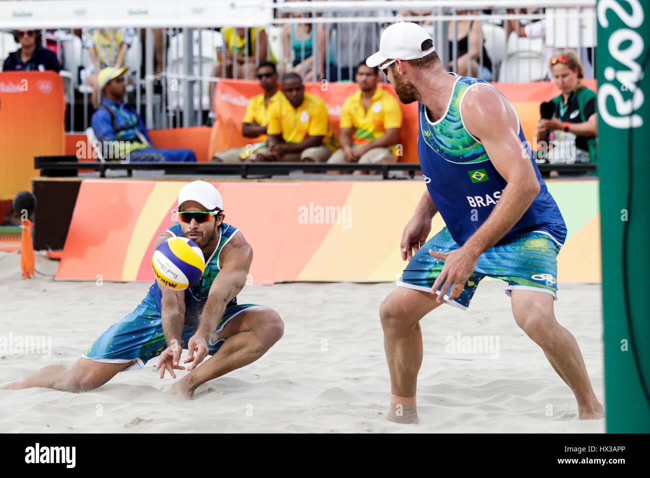 Rio de Janeiro, Brésil. 15 août 2016 Alison Cerutti - Bruno Schmidt (BRA) vs Phil Dalhausser - Nick Lucena Photo Stock