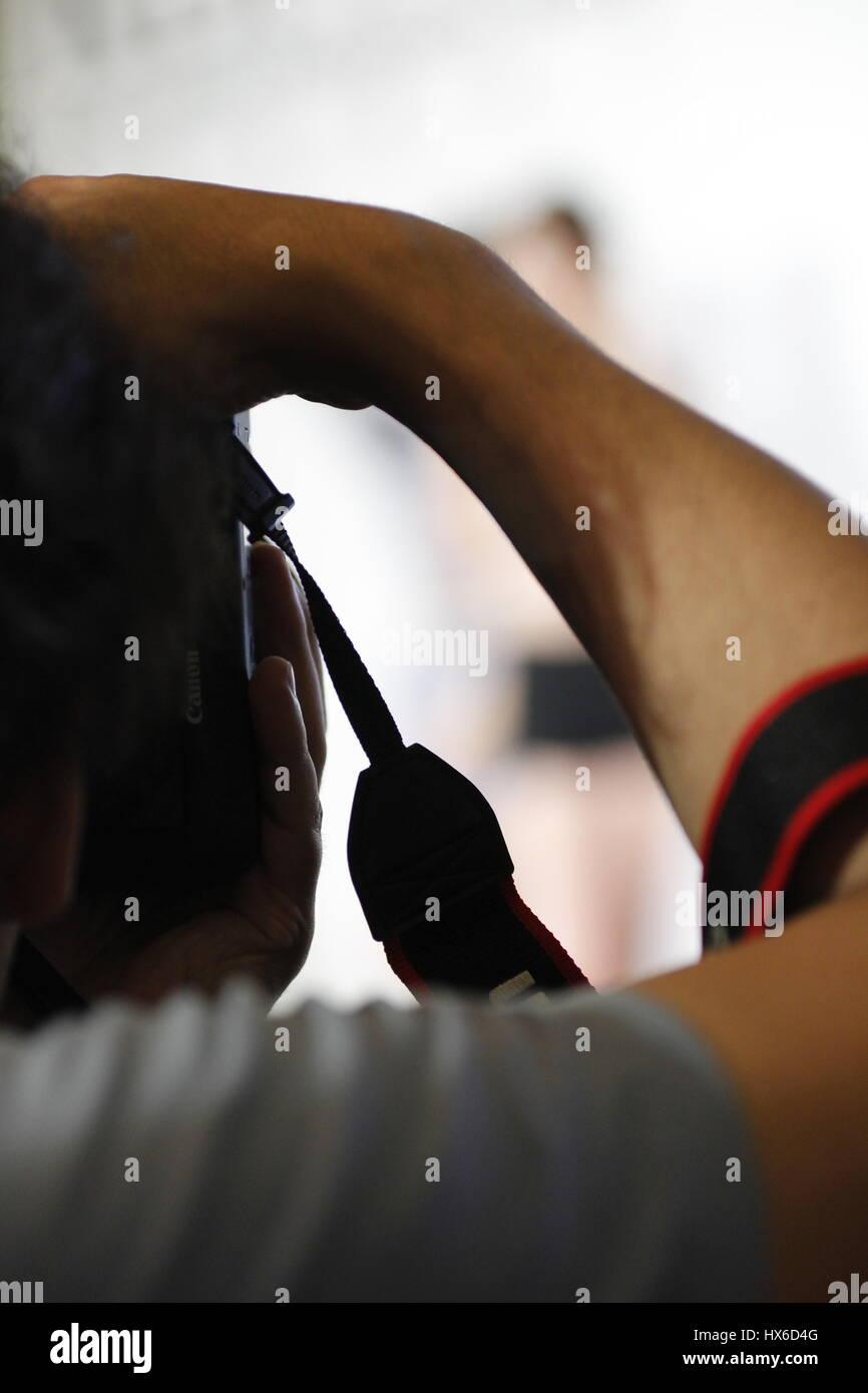 Un modèle de prise de vue photographe Photo Stock