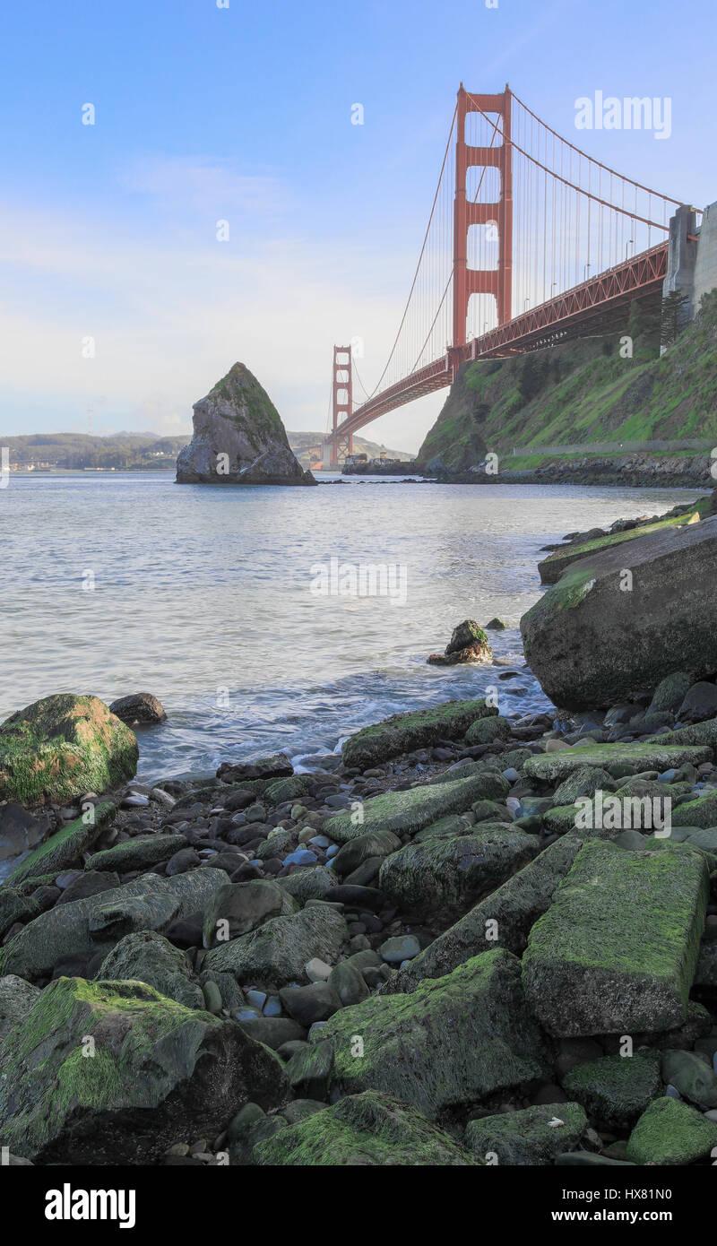 Le Golden Gate Bridge à Fort Baker. Photo Stock