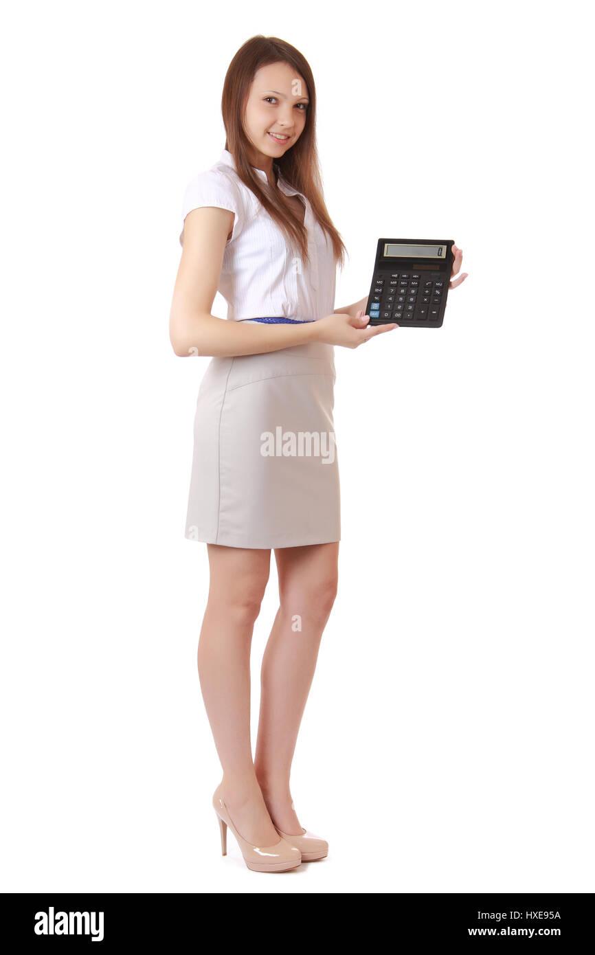 Fille, 16 ans, montre des chiffres sur l'affichage de la calculatrice. Portrait d'une jeune fille, cheveux Photo Stock