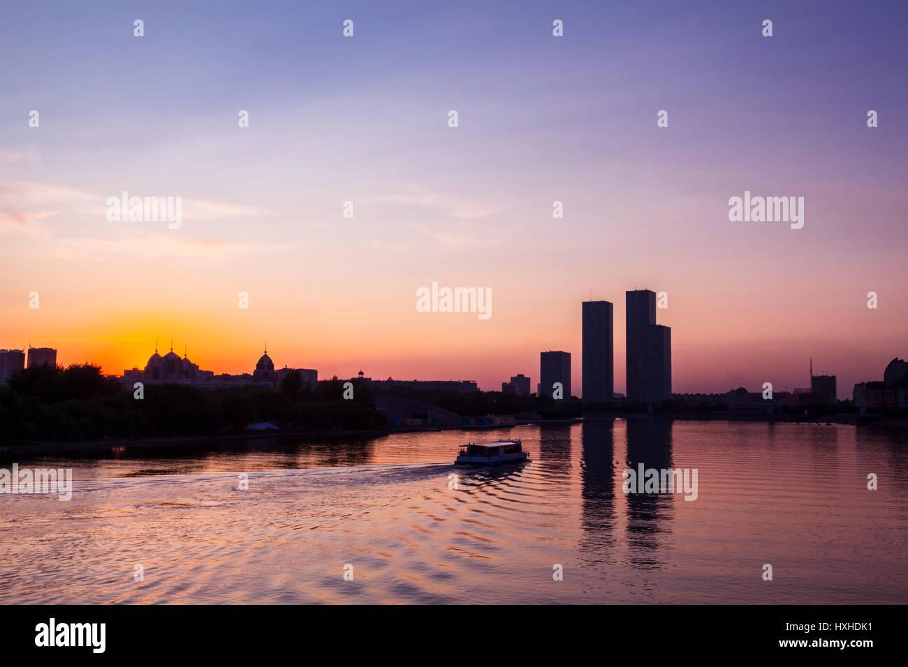 Astana, remblai de la rivière Ichim. D'Astana. Kazakhstan Banque D'Images