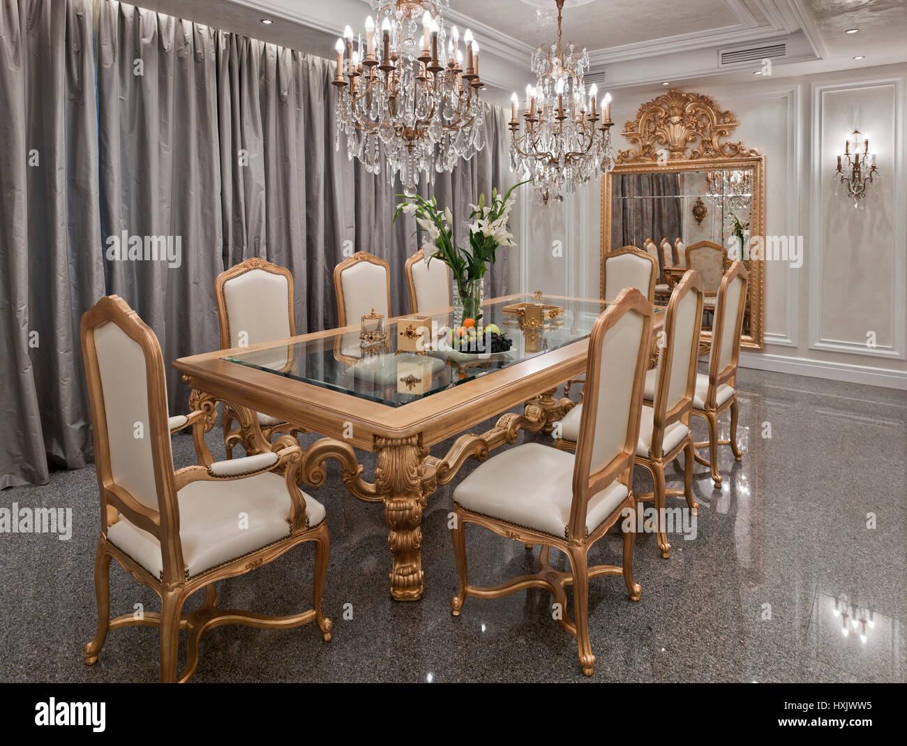 Show Room De Luxe Intérieur, Salle à Manger, Coin Repas, Table à La  Décoration De Style Classique, Une Salle à Manger Couleur Du0027or, Moscou