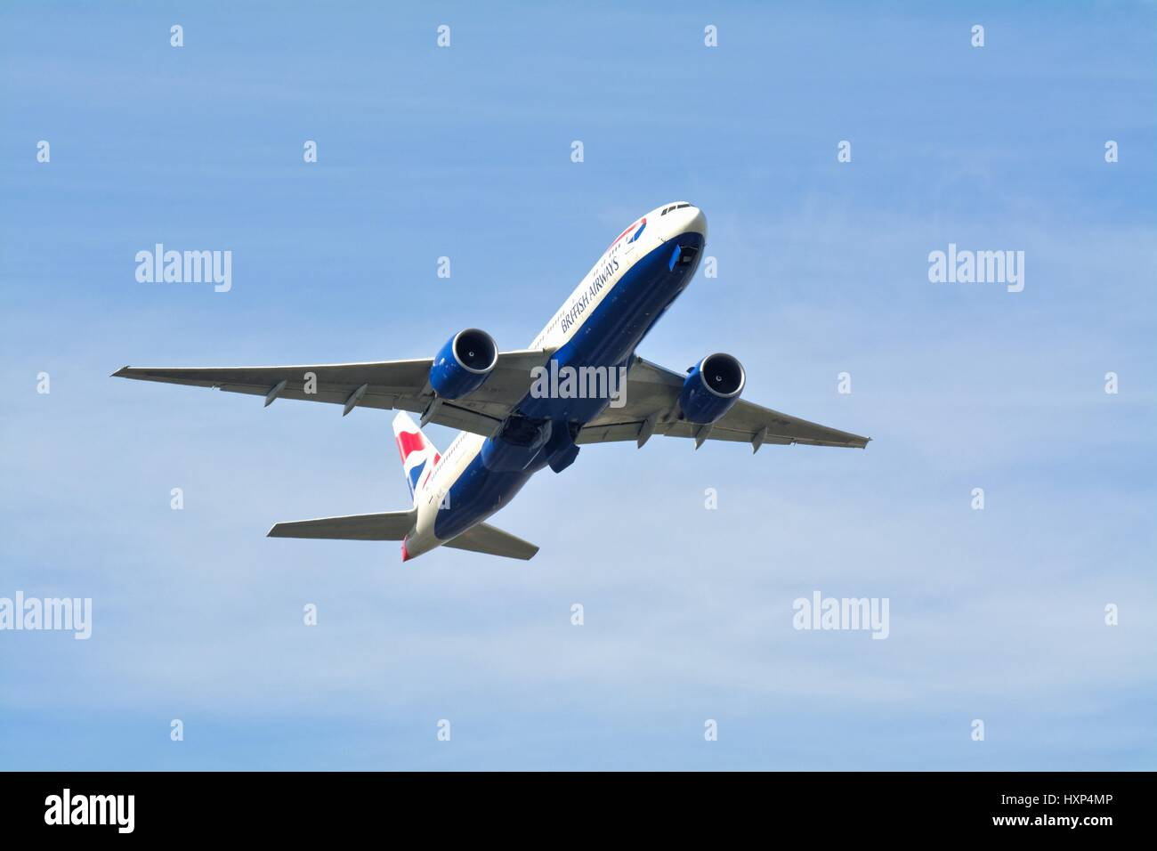 British Airways Boeing -777 avion passagers décollant de l'aéroport d'Heathrow de Londres UK Photo Stock