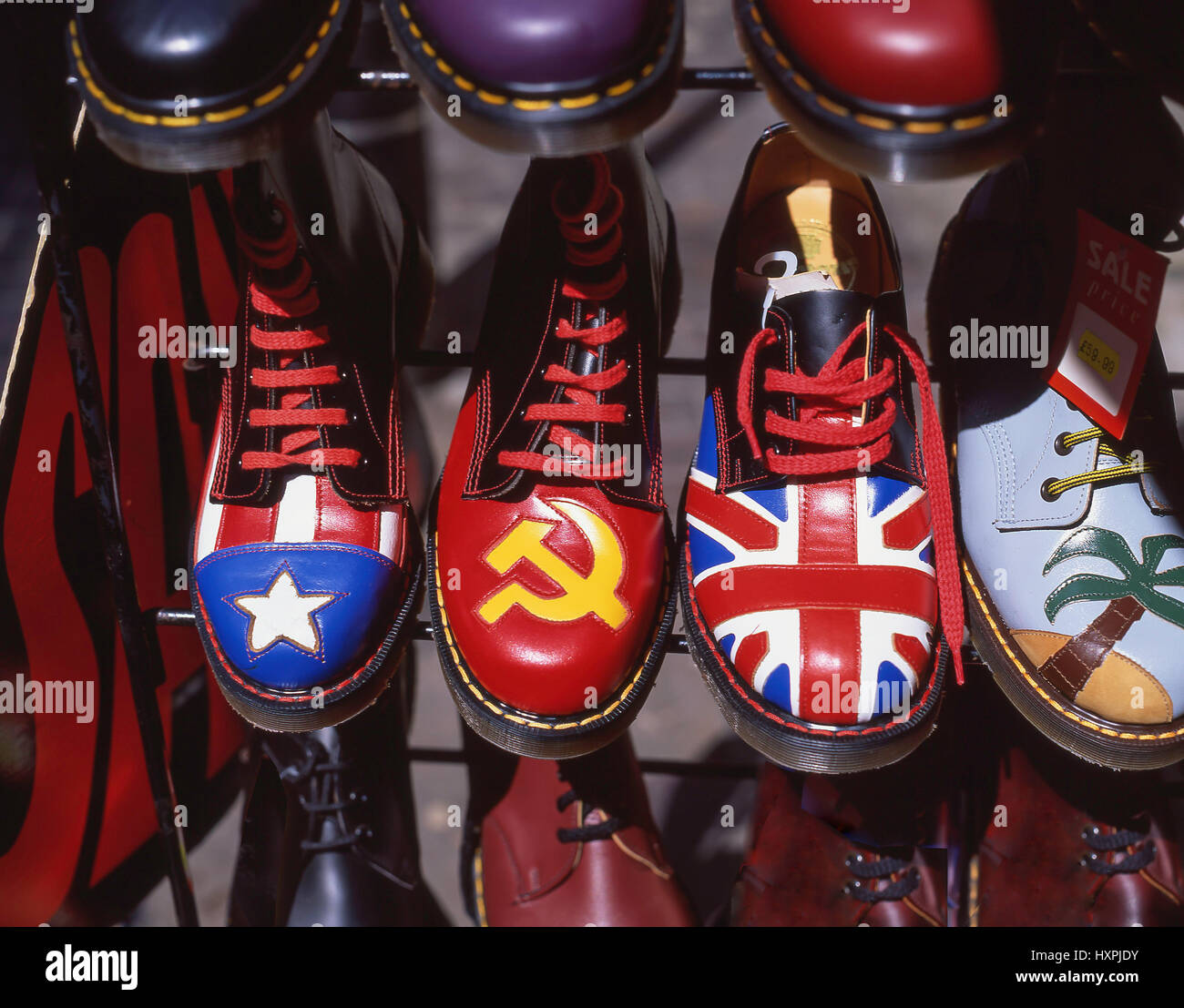 b95f80ff77af77 Doc Martin chaussures le décrochage, Carnaby Street, Soho, City of  westminster, Greater