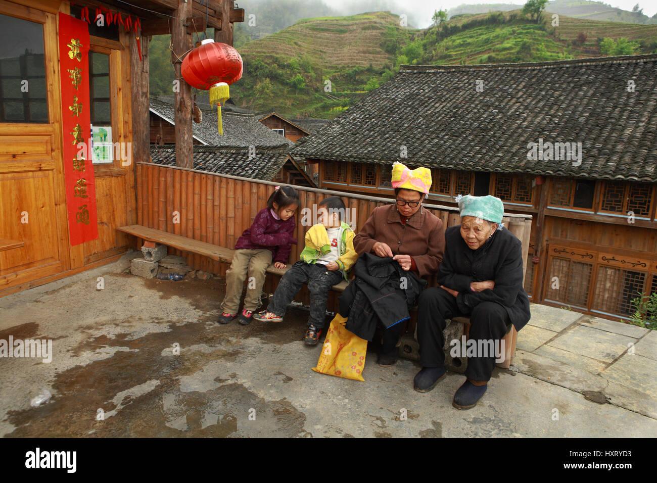 Village Pingan, Province du Guangxi, Chine - 5 Avril 2010: l'Asie de l'Est, le village de montagne Photo Stock