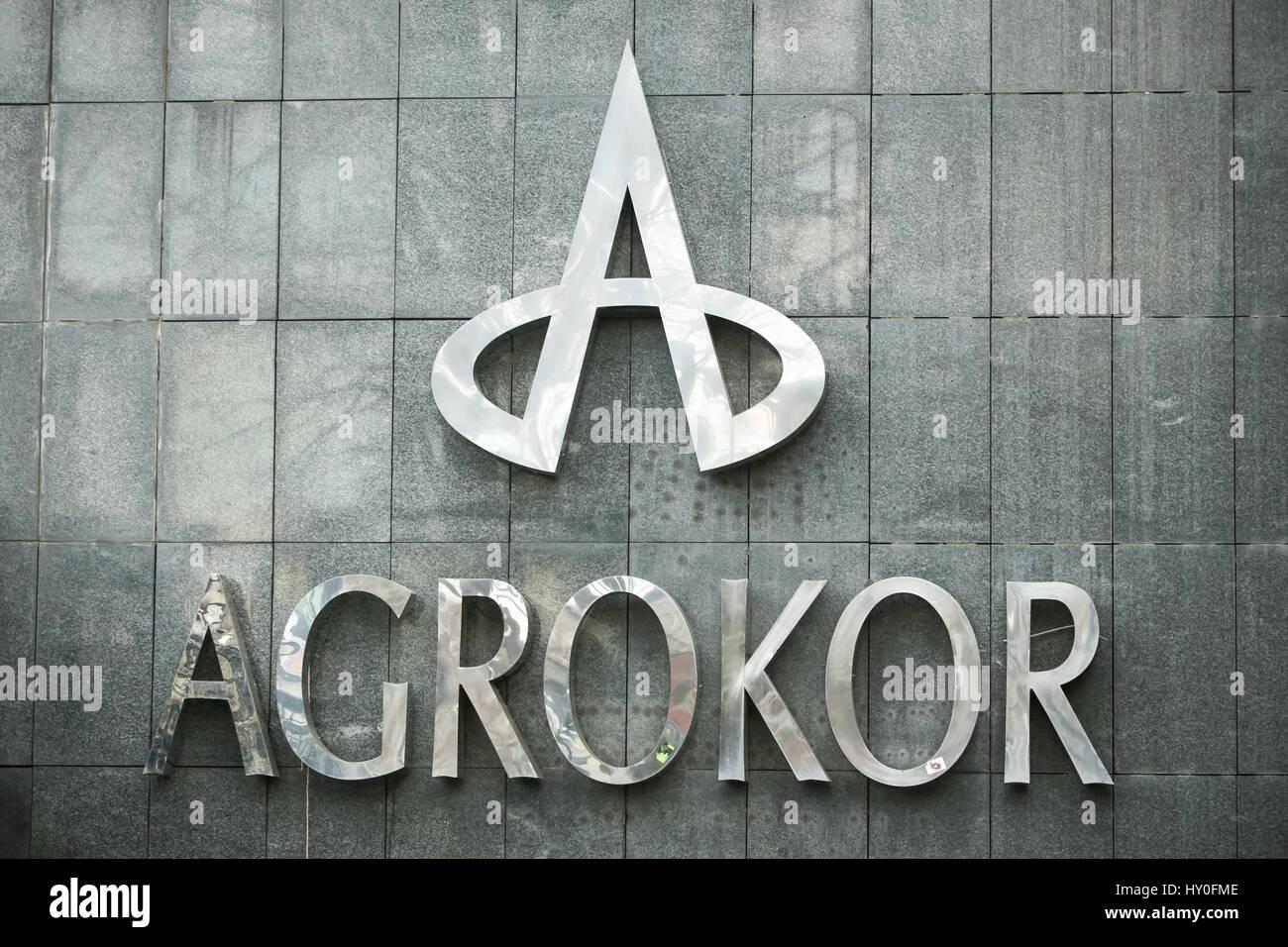 ZAGREB, CROATIE - Mars 19, 2017: Le logo d'Agrokor sur le gratte-ciel Cibona administré par Agrokor Photo Stock