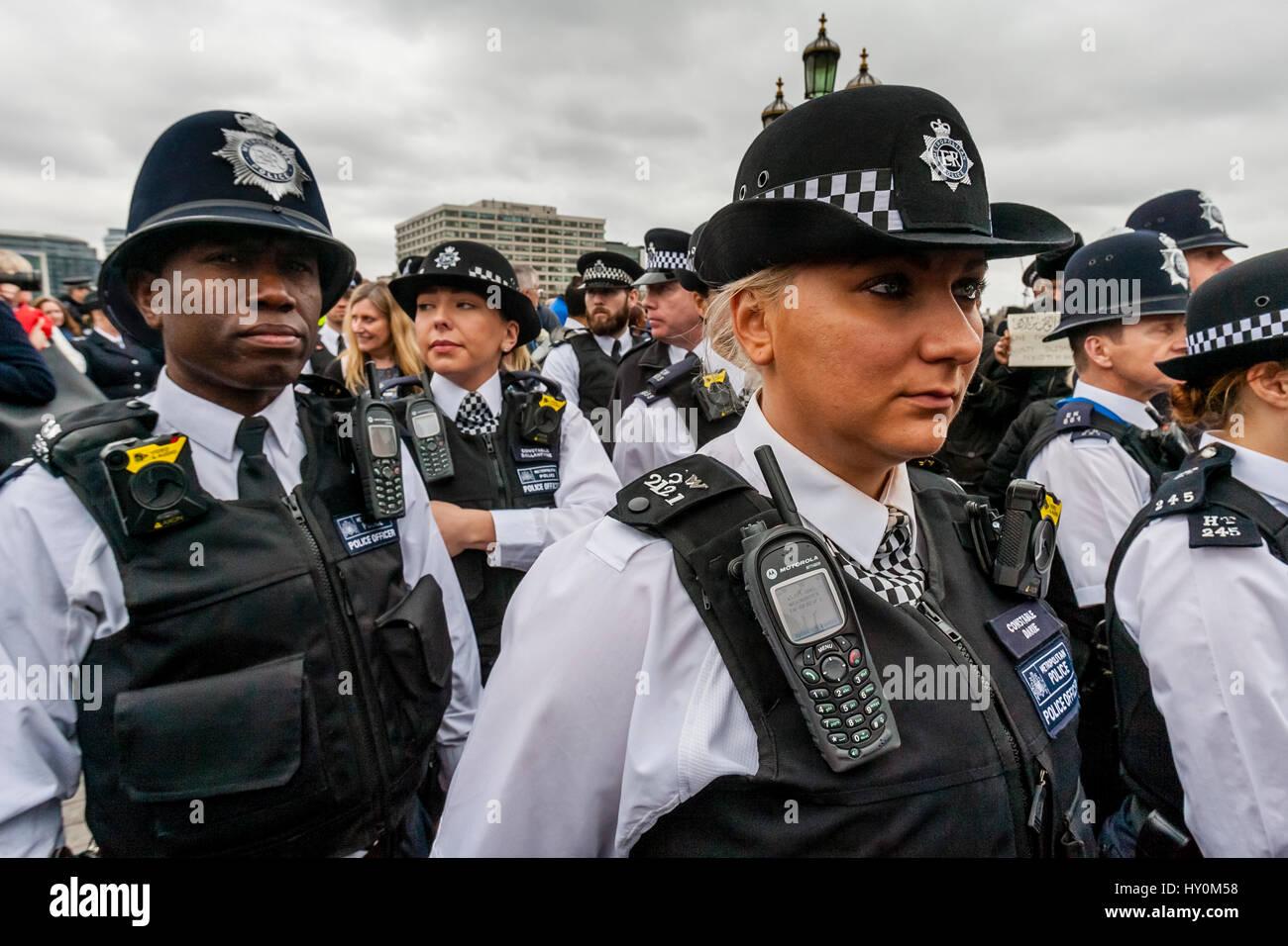 Je pense à la police de la route, au secours en montagne ou encore à la garde la capacité, au coup de sifflet, de se regrouper rapidement.