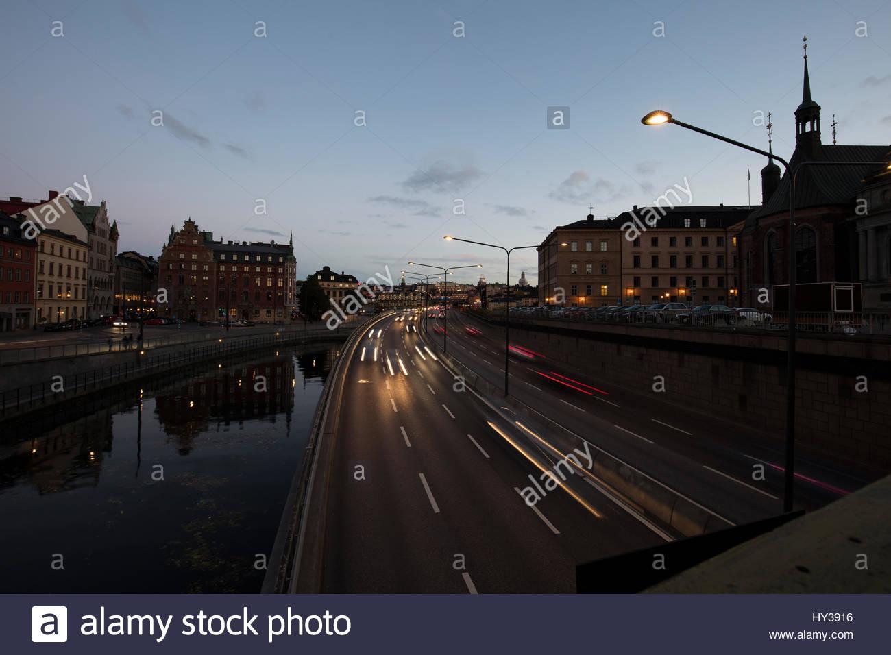 La Suède, Stockholm, Södermalm, nuage noir au-dessus de la mer au coucher du soleil Photo Stock