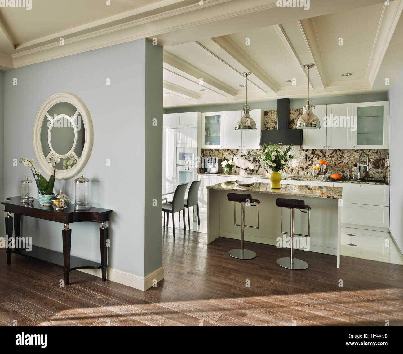 Appartement de luxe dans un style classique à Moscou ; design d ...