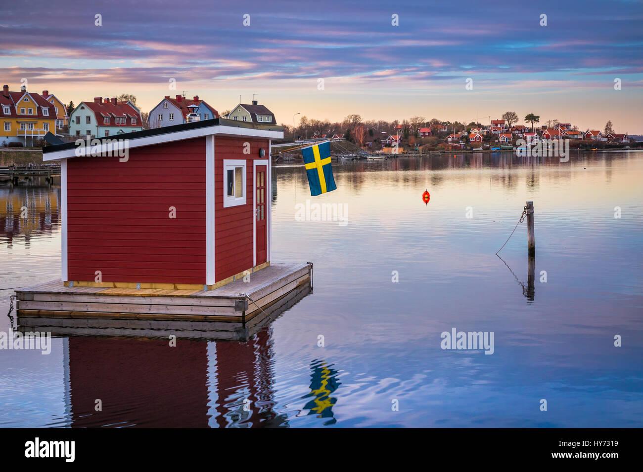 Sauna flottant dans Karlskona, Suède ..... Karlskrona est une localité et le siège du comté Photo Stock