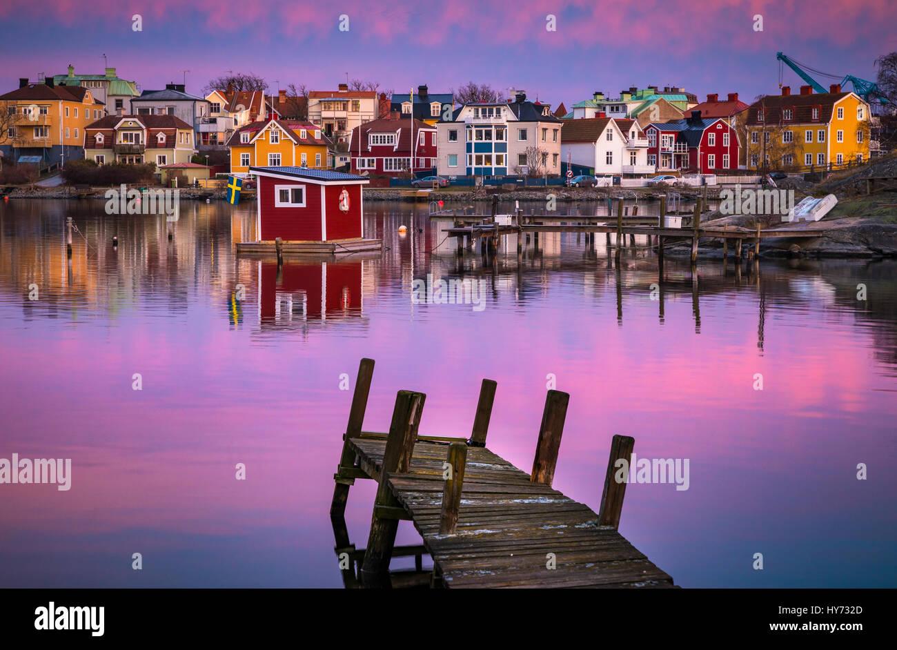 Dock et bâtiments dans Karlskona, Suède ..... Karlskrona est une localité et le siège du comté Photo Stock