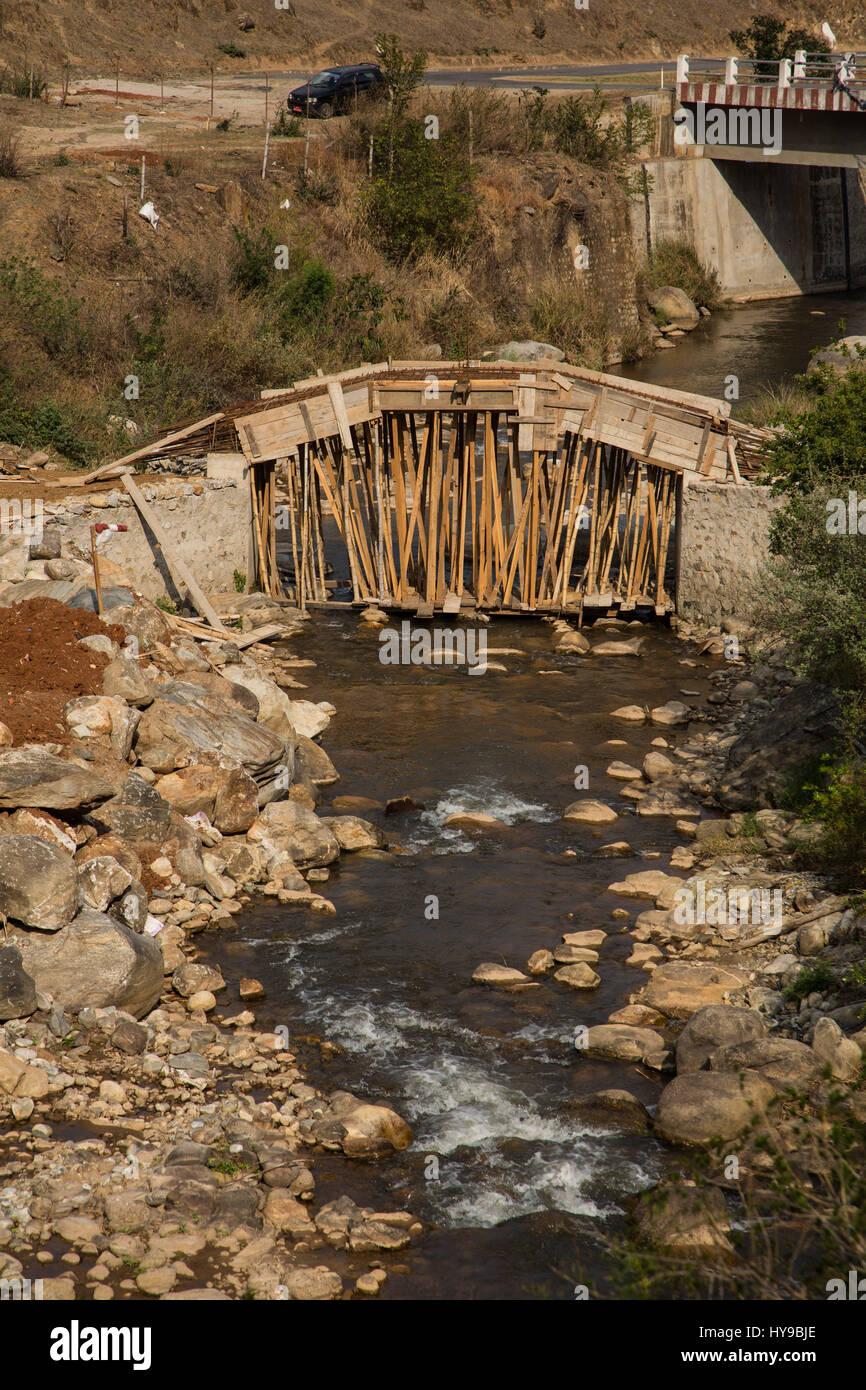 Construire Pres D Un Ruisseau concrete forms photos & concrete forms images - alamy