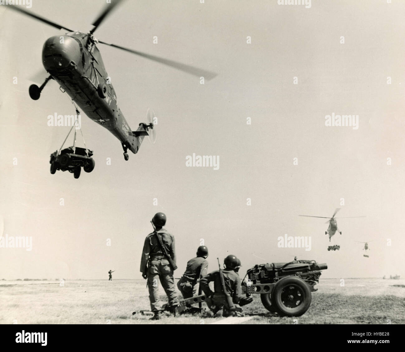 L'entraînement tactique de l'armée américaine avec H-34 hélicoptères, California, Photo Stock
