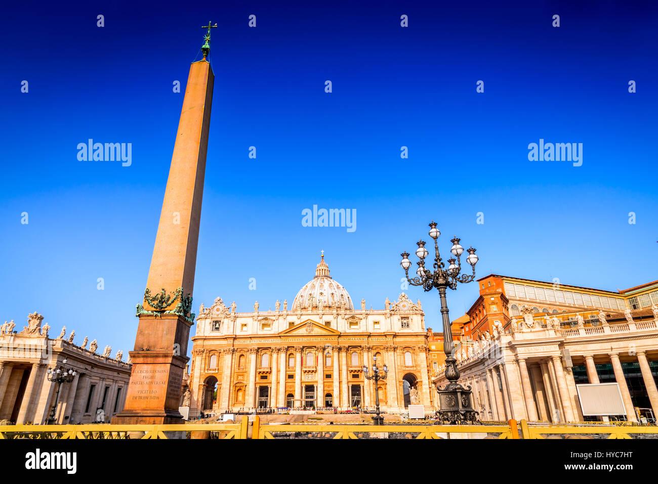 Rome, Italie. La Place Saint Pierre et la Basilique Saint Pierre le matin, Cité du Vatican, Roma, Italia. Photo Stock