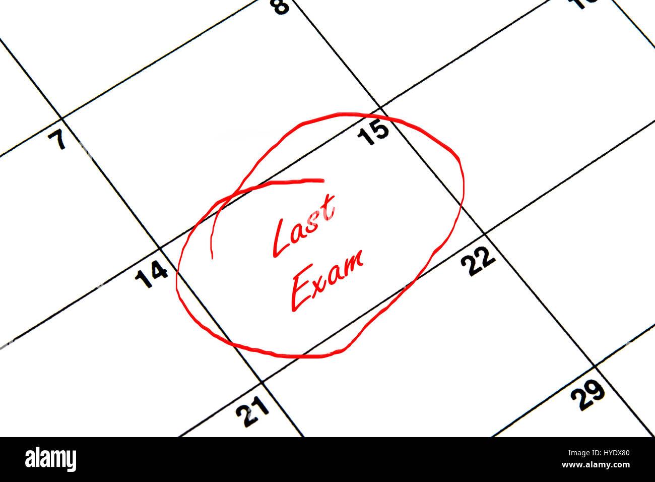 Le dernier examen encerclée sur un calendrier en rouge Banque D'Images