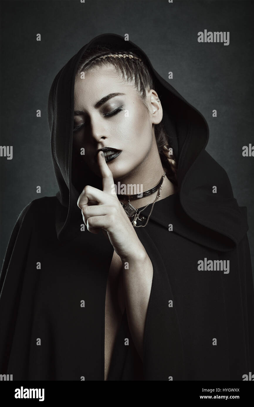 Le Silence de belle vampire. Dark Beauty Photo Stock
