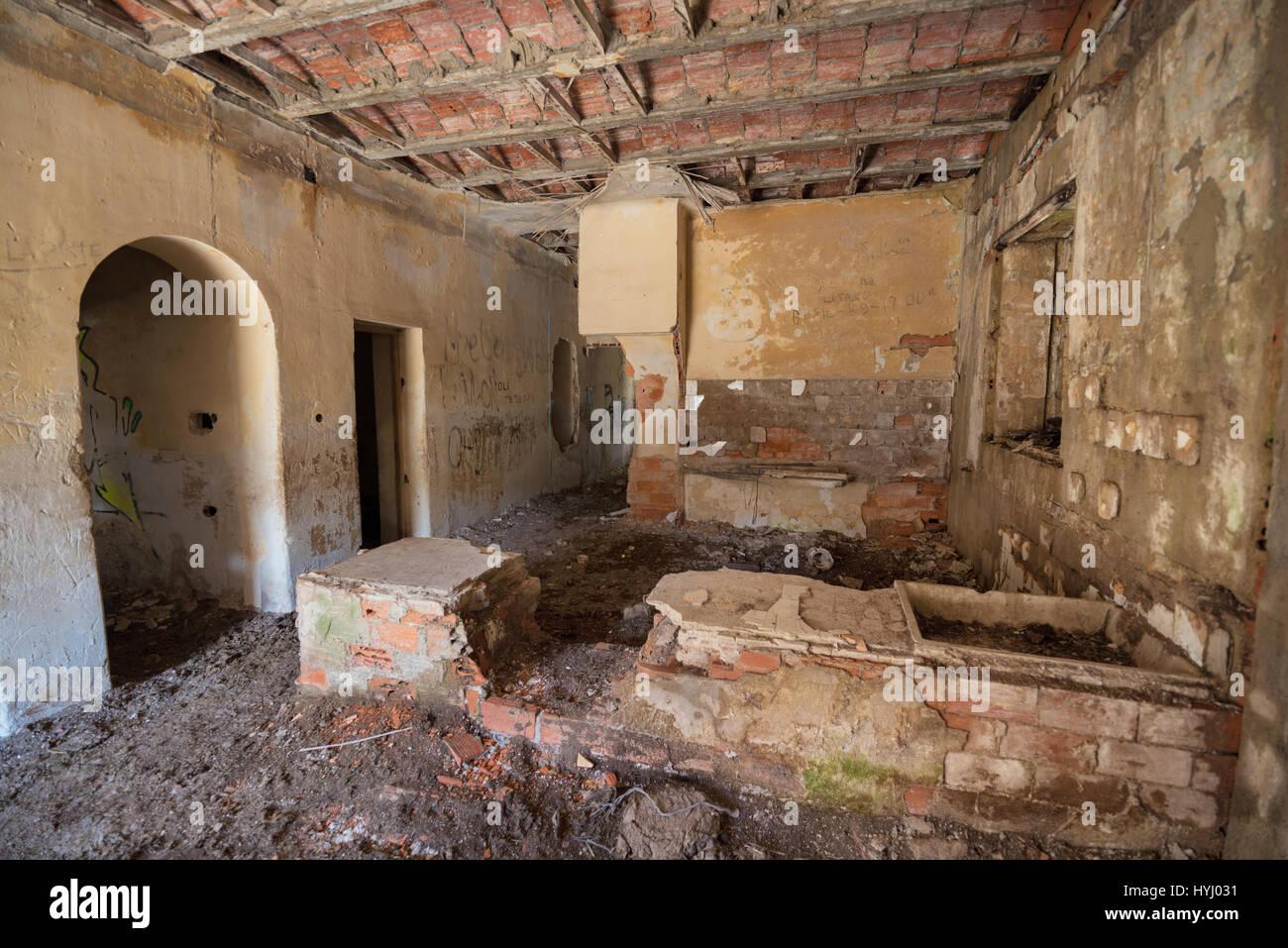 Intérieur de maison en ruine Banque D'Images