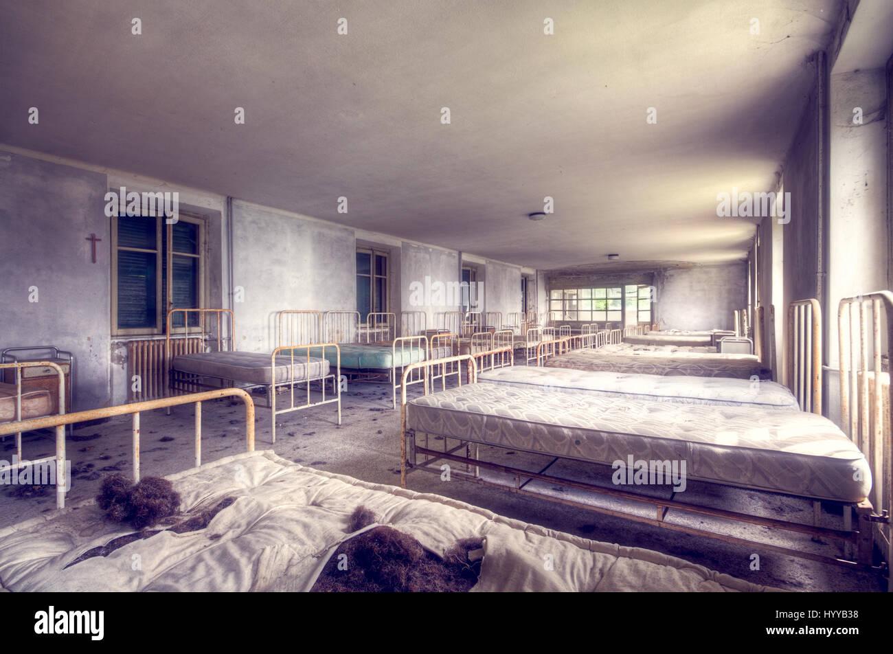 Chambre Matelas Au Sol chambres à l'intérieur d'un hôpital pour enfants abandonnés