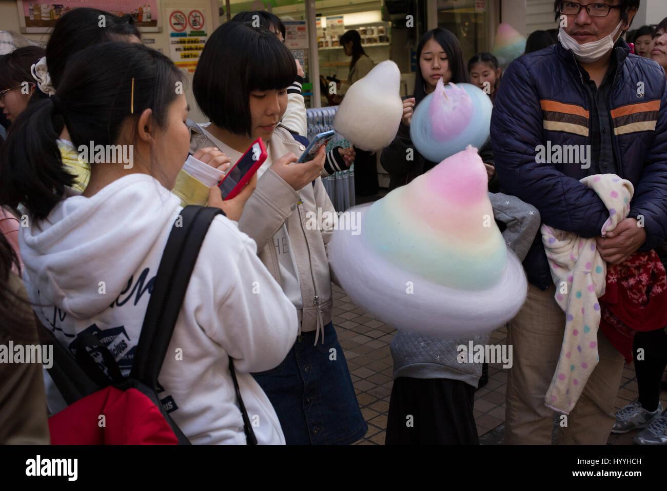 Takeshita Street à Harajuku, Tokyo est un endroit populaire pour la mode et la culture de la jeunesse Photo Stock