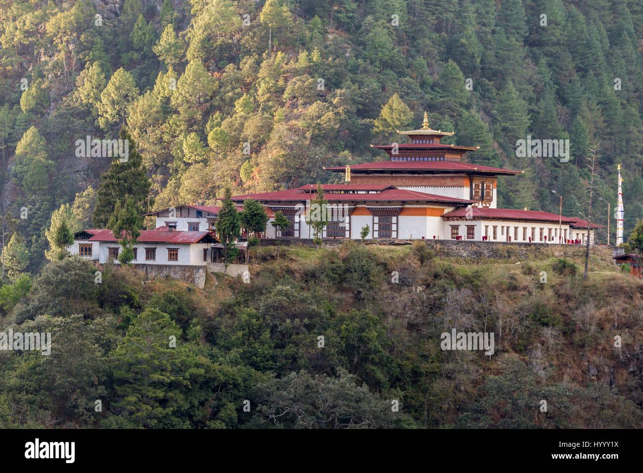 Trashi Yangtse, vieille Dongdi Dzong, sur la colline et surplombant la vallée de Chu Dongdi Photo Stock