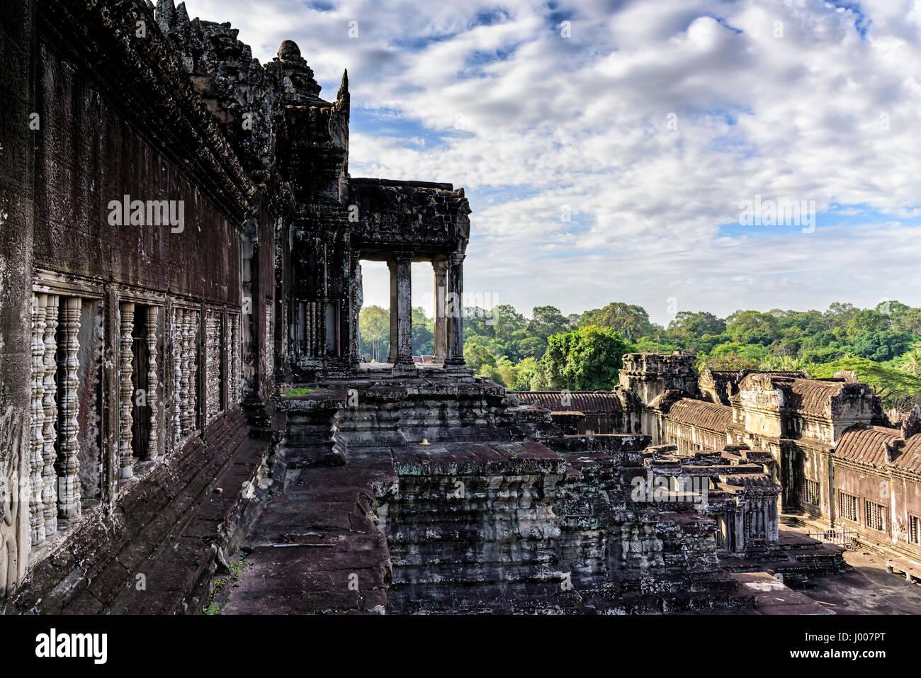 Terrasse d'Angkor Wat. C'est un complexe de temple au Cambodge et le plus grand monument religieux du monde Photo Stock