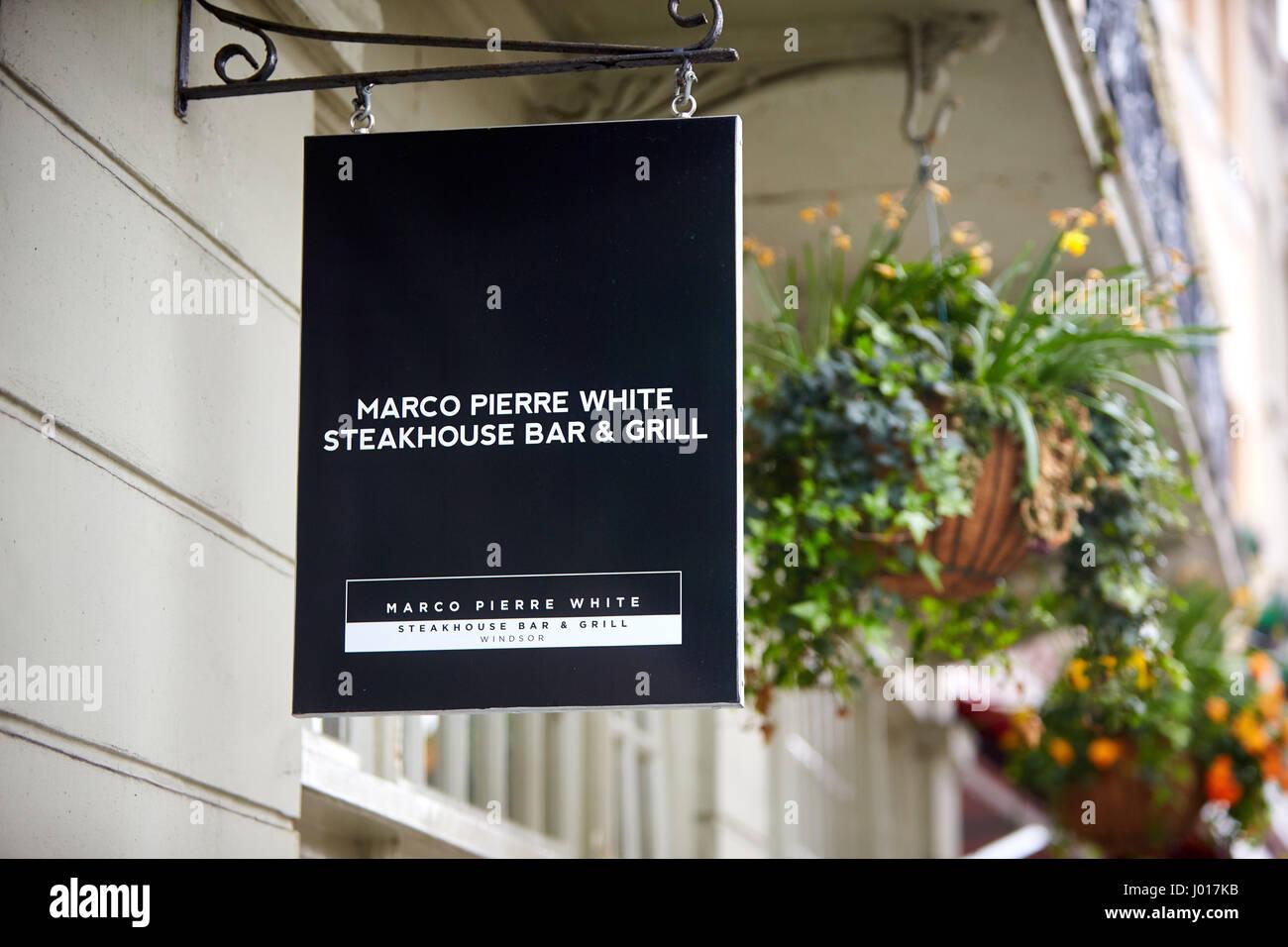 Bar Exterieur En Pierre affiche à l'extérieur de marco pierre white's steakhouse