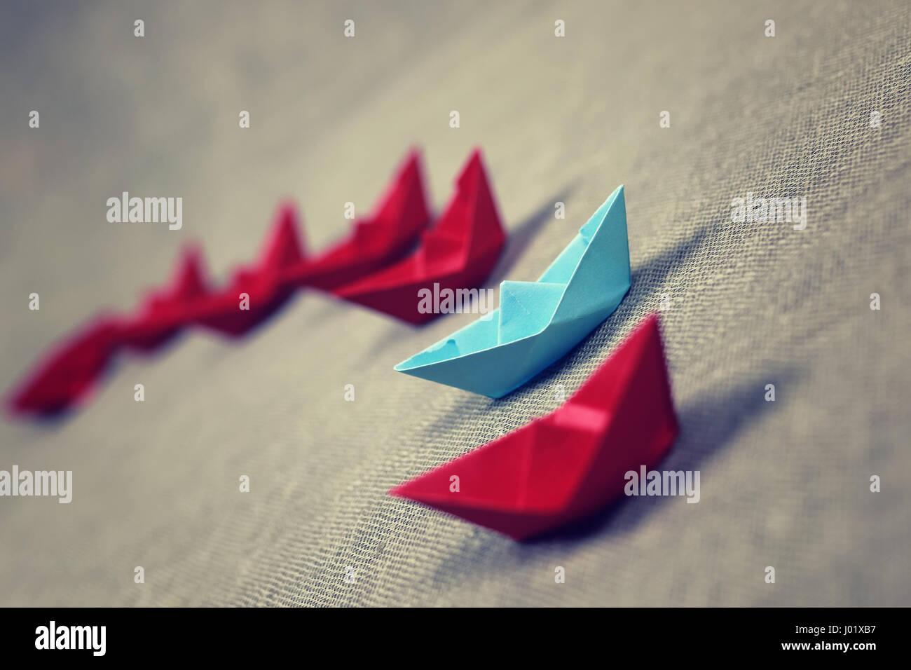 Les bateaux de papier de couleur Photo Stock