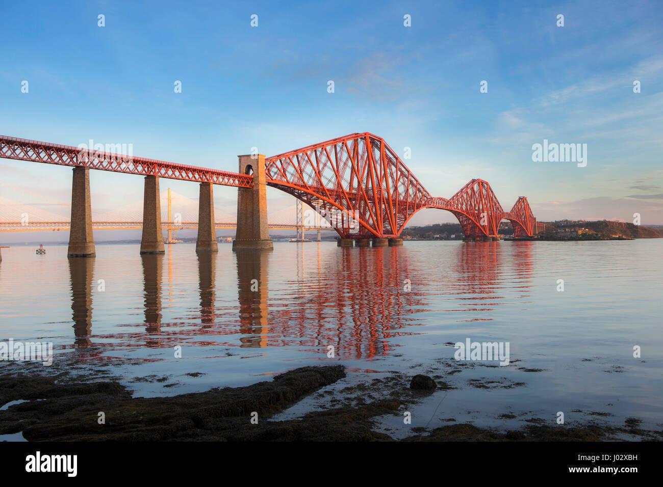 Forth Rail Bridge à l'aube Photo Stock