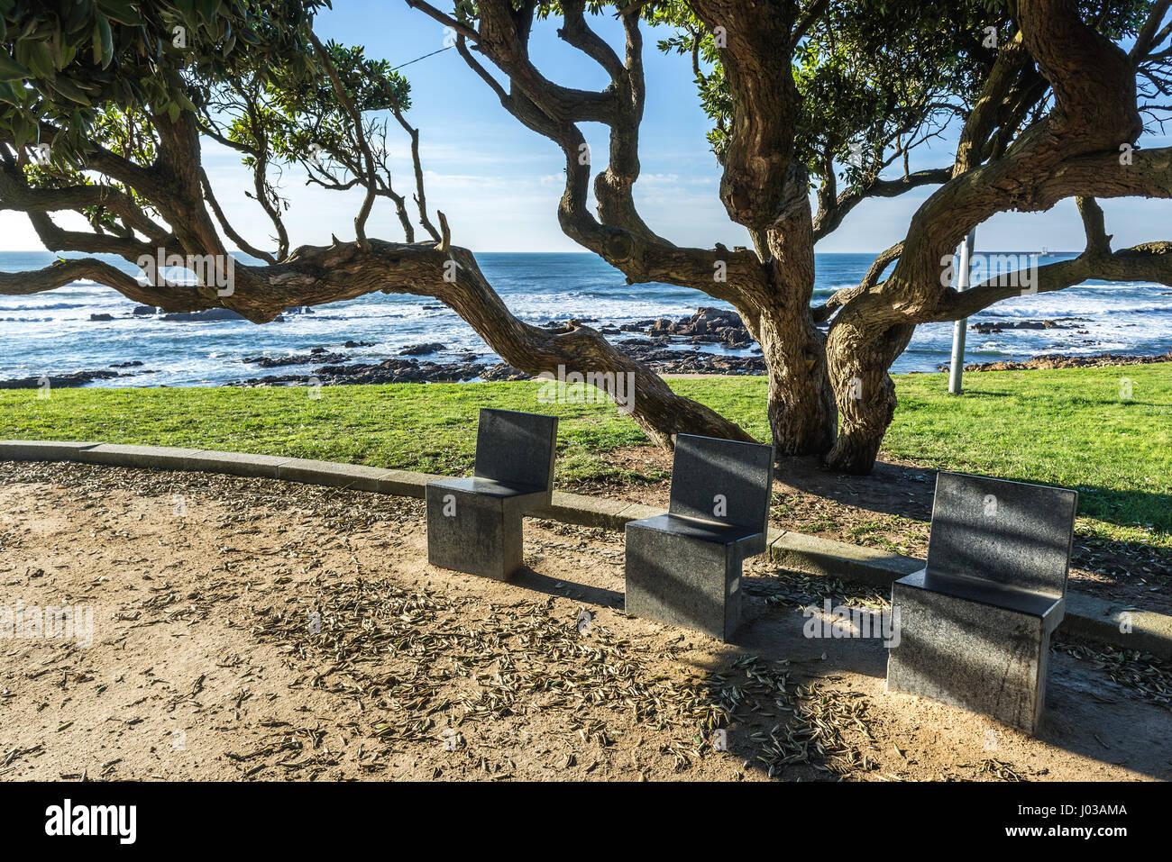 Petit parc entre Homem do Leme beach et Montevideo Avenue à Nevogilde paroisse civile de la ville de Porto, Photo Stock