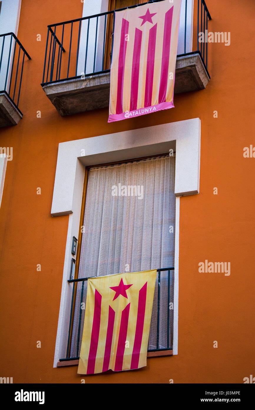 Drapeaux indépendantistes catalans balcons suspendus Photo Stock