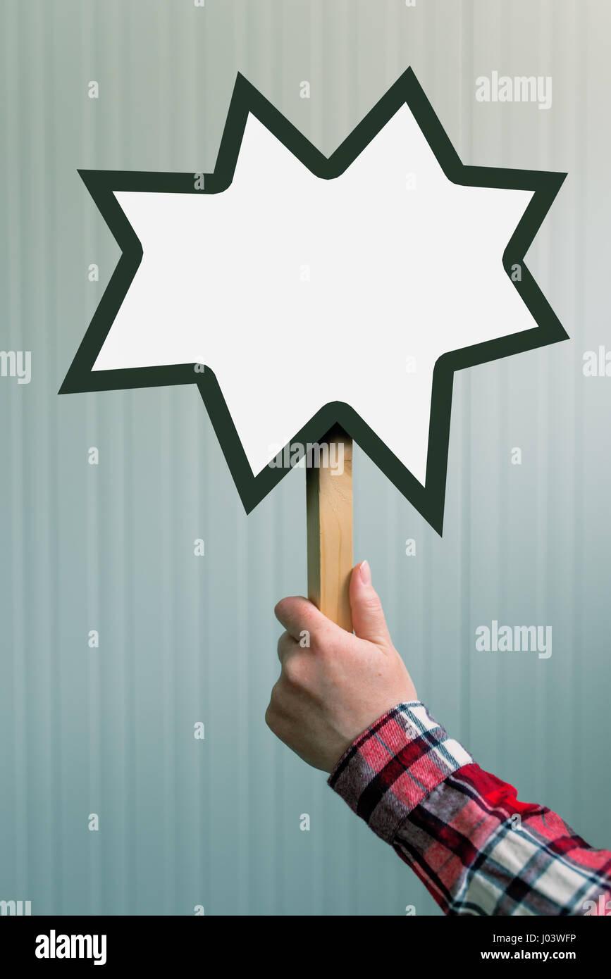 Femme hand holding blank mock up banner signe dans l'espace pour copier du texte ou des devis conception graphique Banque D'Images