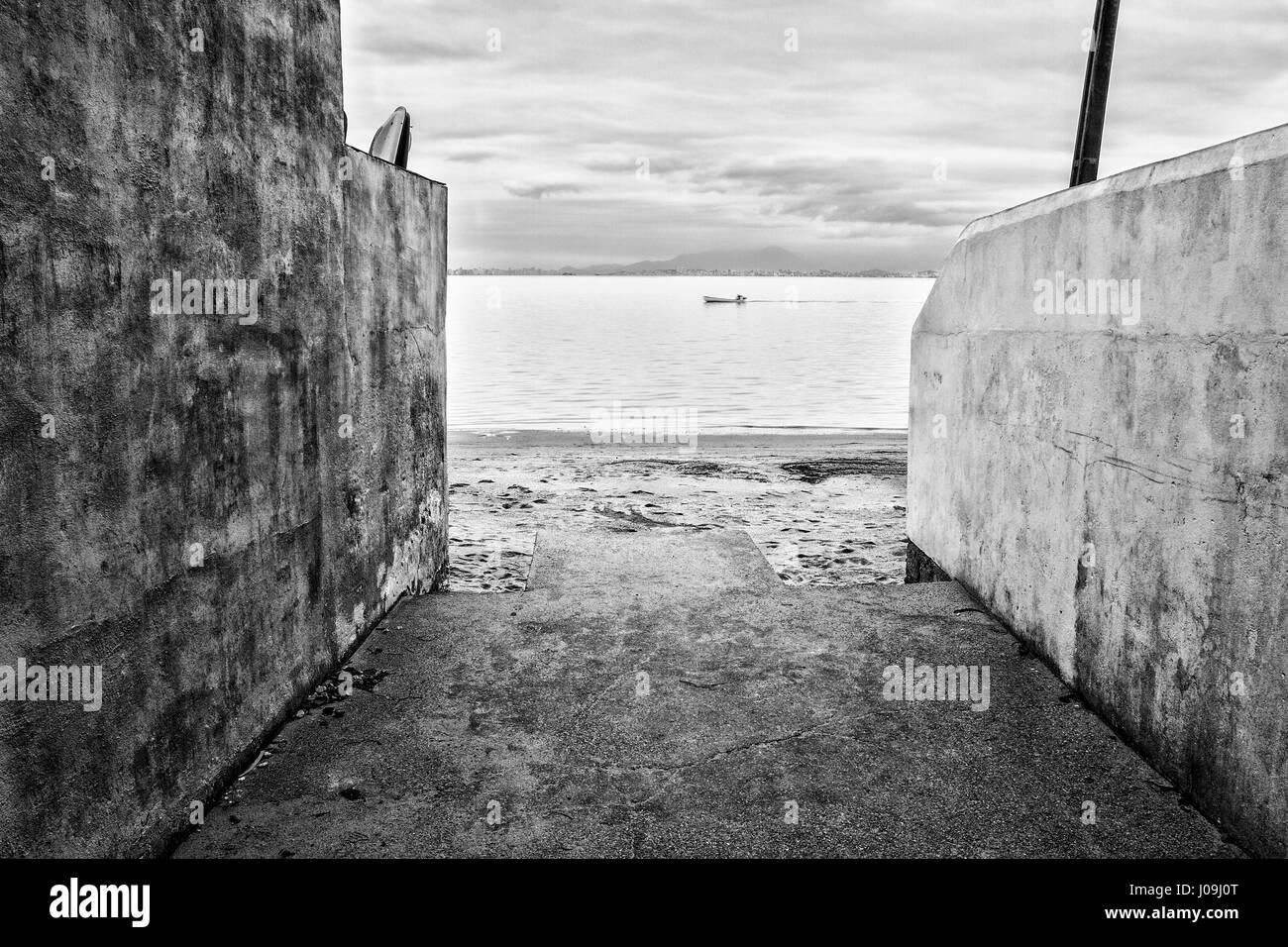 Dans une plage de Sambaqui, emplacement à Santo Antonio de Lisboa district. Florianopolis, Santa Catarina, Brésil. Banque D'Images