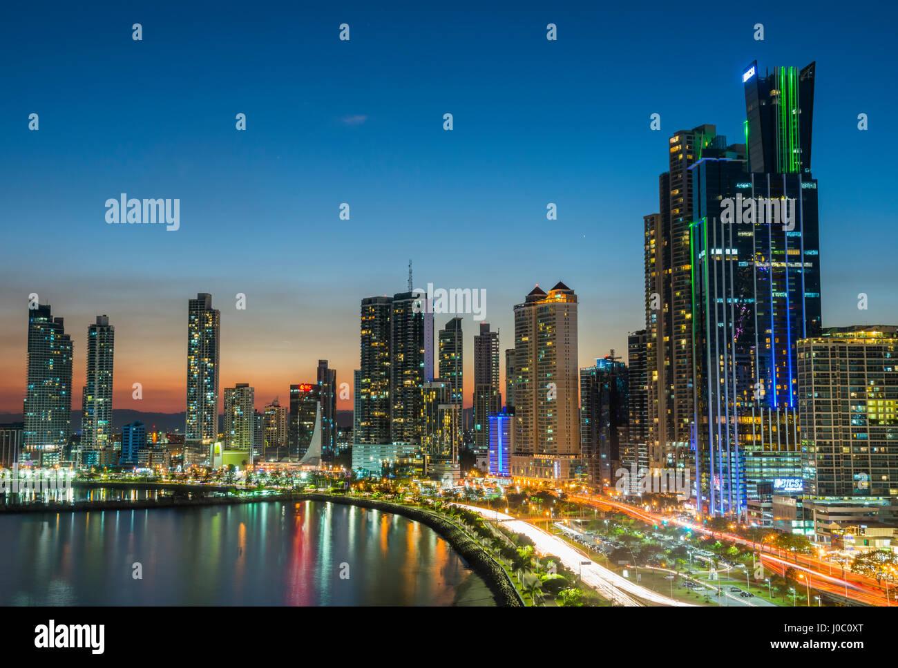 L'horizon de la ville de Panama, la nuit, la ville de Panama, Panama, Amérique Centrale Photo Stock