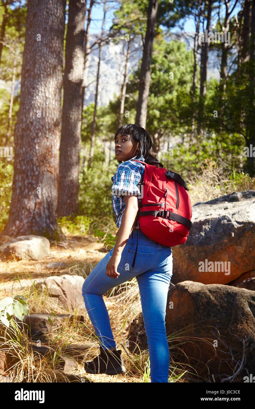 Jeune femme, la randonnée, Le Cap, Afrique du Sud Photo Stock