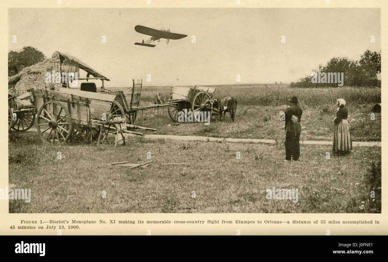 Monoplan Bleriot's no XI faisant son vol sur campagne d'Etampes à Orléans le 13 juillet 1909 Banque D'Images