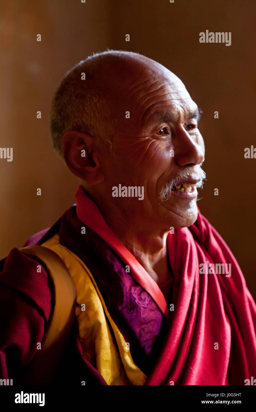 Monk, Gangtey Dzong ou monastère, vallée de Phobjikha, Bhoutan Photo Stock