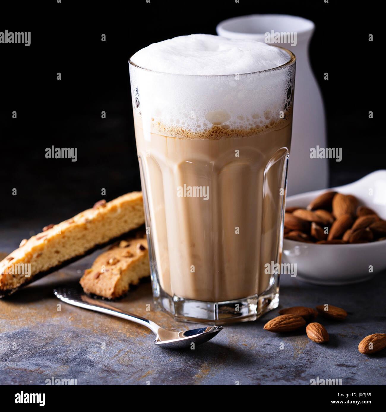 Latte Café avec lait d'amande Photo Stock