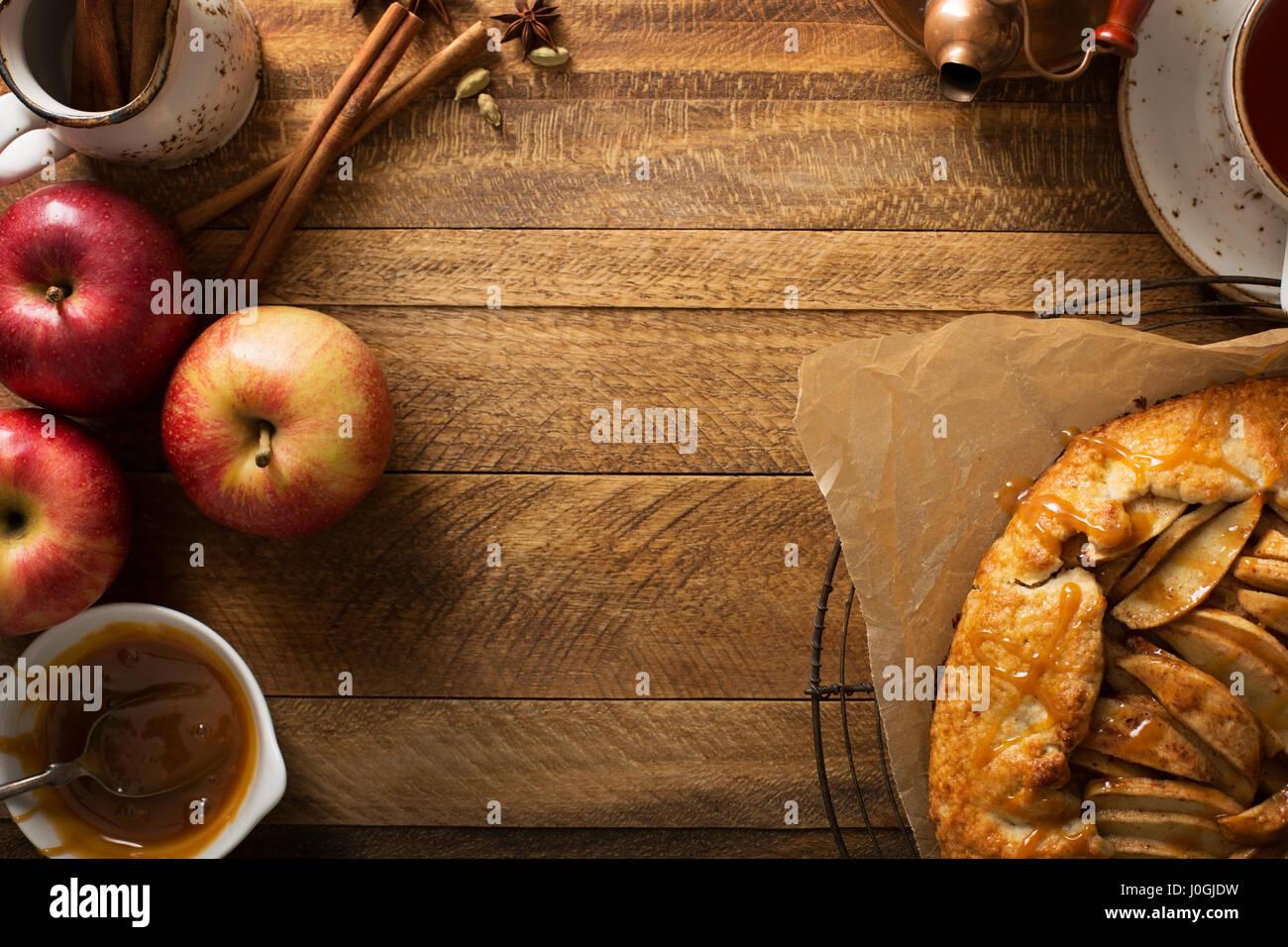 Pomme et caramel au beurre salé galette Photo Stock