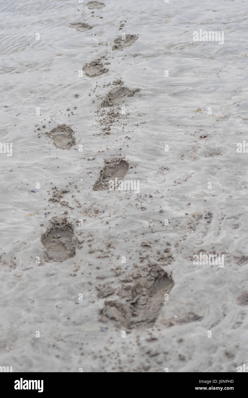 Des empreintes de pas dans la plage de sable (fer, Cornwall). Métaphore possible pour laisser votre marque Photo Stock