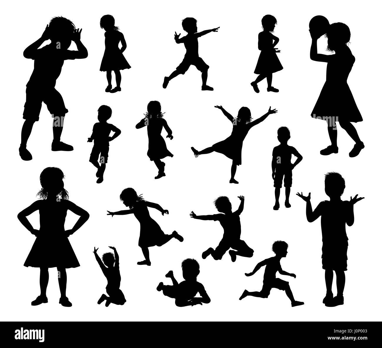 Un ensemble d'enfants ou d'enfants en silhouette jouer, courir et sauter et à d'autres pose Photo Stock