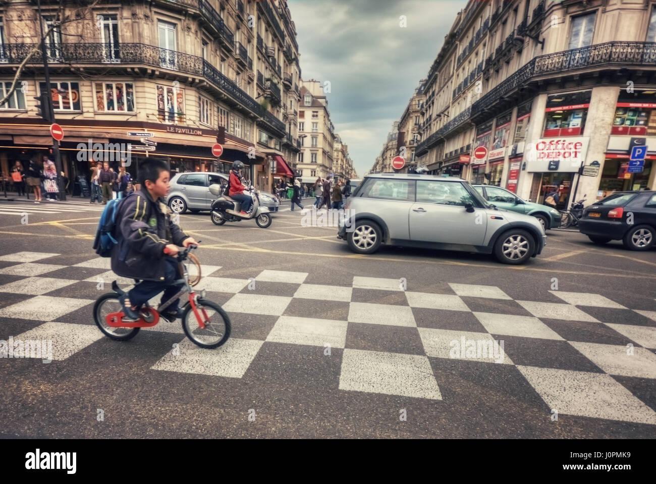 Passage pour piétons sur la rue Etienne Marcel (rue aux Ours) et du Boulevard de Sébastopol. Paris. France Photo Stock