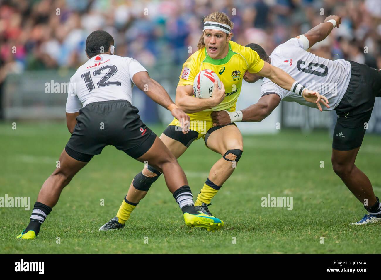 Fidji's Tom Lucas (Australie, 10) en action contre l'Vatemo Ravouvou, Fidji (12) Mesulame Kunavula et Fidji Photo Stock
