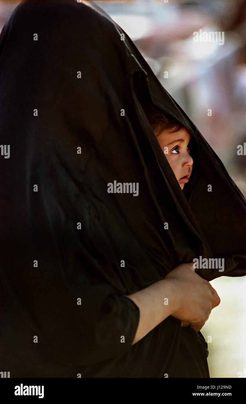 woman burka desert photos amp woman burka desert images   alamy