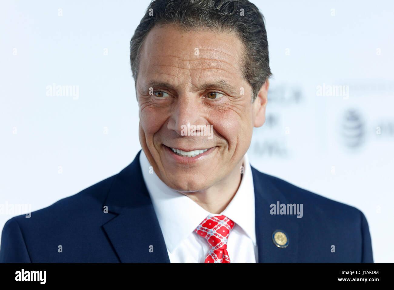 New York, USA. 19 avril, 2017. Gouverneur de New York, Andrew Cuomo arrive au Tribeca Film Festival 2017 Soirée Photo Stock